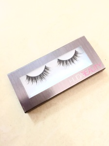 In the eye box,you will find this clear box.So you can see the lashes.